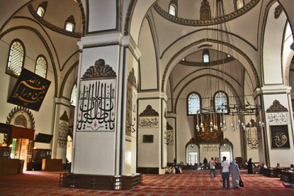 Panorámica rezo interior mezquita verde Bursa