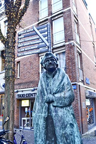 Escultura mercader Lovaina Bélgica