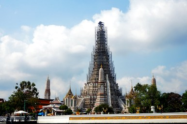 Monumento Wat Arun río Chao Phraya Bangkok obras