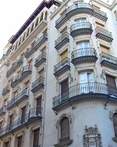 Fachada neoclásica edificio chaflán calle San Fernando Alicante