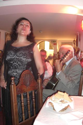 Cantante Fado Parreirinha de Alfama Lisboa