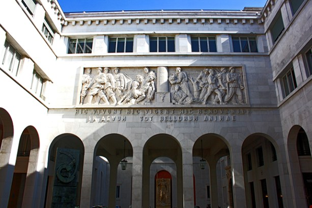 Friso esculturas interior claustro universidad Padua