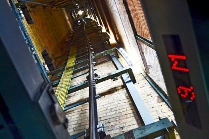 Interior ascensor cúpula ayuntamiento Hannover