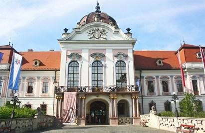 Godollo Kiralyi palota megtartja 1748 amikor figyelembe venni a Mayerhoffer a Grassalkovich azonos medal