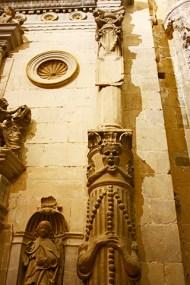 Golpe de luz en el triforio gotico normando