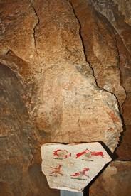 Pintura rupestre paredes cueva de las calaveras Benidoleig