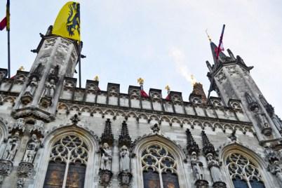 Decoración gótico flamenco bandera ayuntamiento Brujas