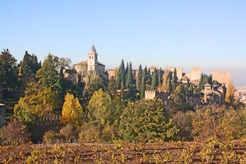 Impresionantes vistas de la Alhambra de Granada desde los Jardines de la maravilla del mundo