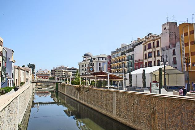 Orillas río Segura centro histórico Orihuela Alicante