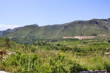Panorámica montañas campos verdes Sierra de Forna Atzuvia Alicante