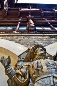 Estatua mármol príncipe Carol I Castillo Peles Sinaia Rumanía