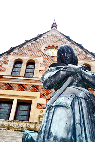 Estatua Juana de Arco hotel Groslot Orleans Francia