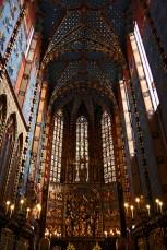 Interior gótico nave Basílica Santa María Cracovia Plaza Mercado