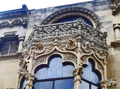 Detalle decoración relieves modernismo Casa Navas Reus Tarragona