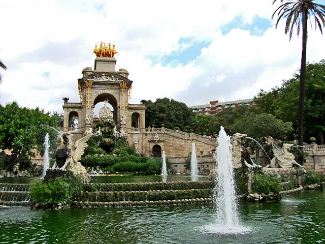 Fuente esculturas arco triunfo Parque Ciutadella Barcelona