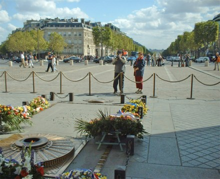 Tumba soldado desconocido llama París