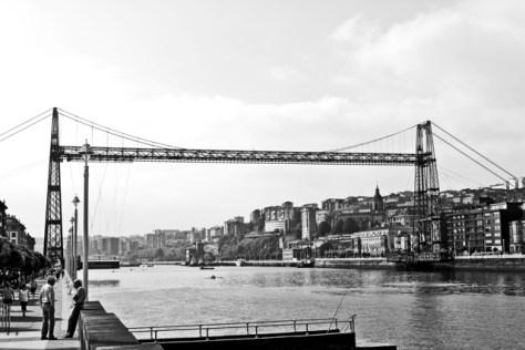 Panorámica puente colgante Bizkaia blanco y negro