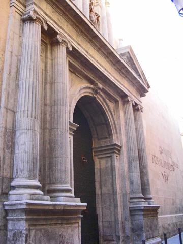 Puerta lateral Concatedral San Nicolás Alicante