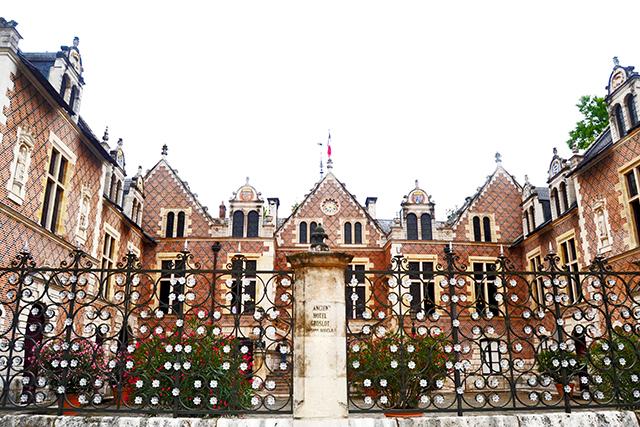 Vistas edificio medieval Centre Ville Orleans Francia
