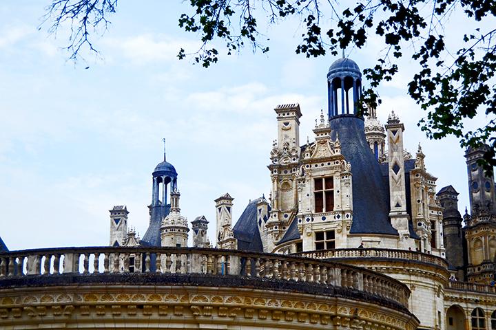 Decoración superior ventanas torres piedra castillo Chambord