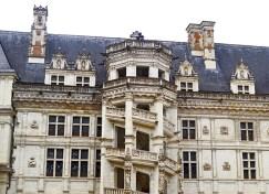 Escalera renacentista octogonal patio interior castillo Blois