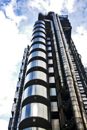 Rascacielos Lloyds of London titanio