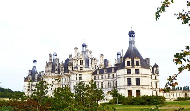 Panorámica fachada Castillo Chambord Luis XIV jardines Francia