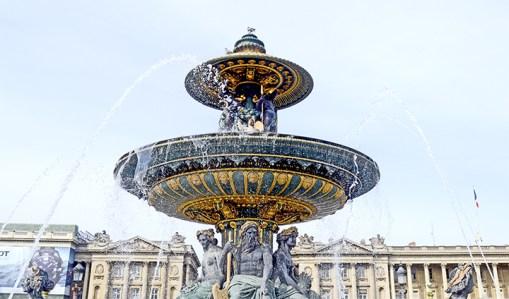 Fuente oro esculturas agua Plaza Concordia París