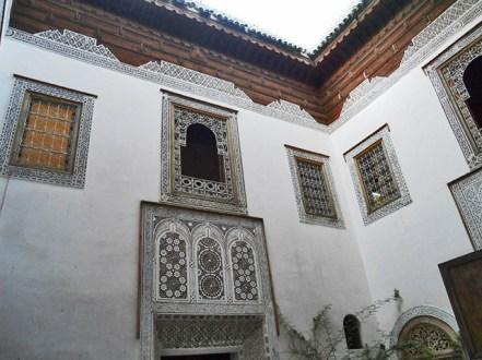 Patio interior decoración musulmana ventanas pared Musee d'Art Regional Dar Si Said Marrakech