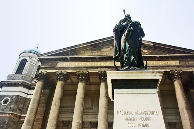 Fachada estatua Catedral Esztergom