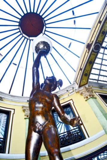 Escultura Mercurio Pasaje Gutiérrez Valladolid