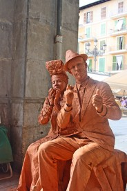 Mimos sonriendo barro Plaza Mayor Palma Mallorca