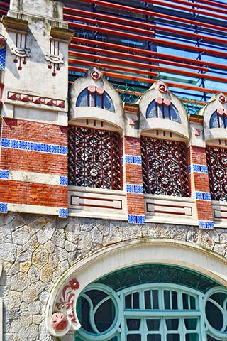 Fachada elementos modernistas calle Castaños Bilbao