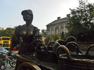 Molly Malone female fishmongers in the morning and easy girl at night in Grafton St