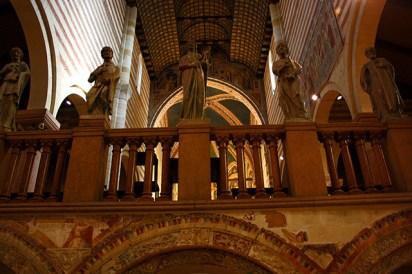 Esculturas apóstoles altar mayor cripta San Zeno Maggiore Verona