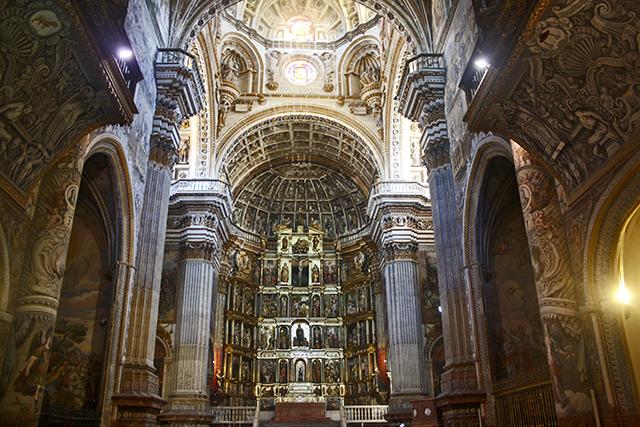 Interior Renacimiento altar mayor Monasterio San Jerónimo Granada