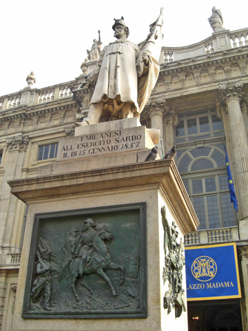 Escultura Piazza Castello Palacio Madama Turín