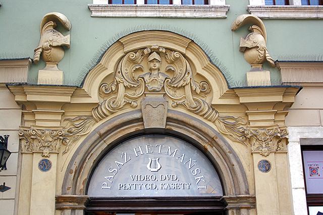 Fronton decoraciín art nouveau edificios Plaza Mercado Cracovia