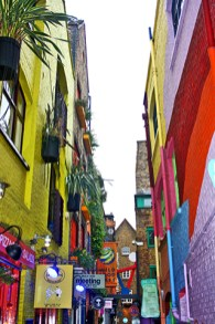 Neal Street and Neals Yard calle colores vivos centro Londres