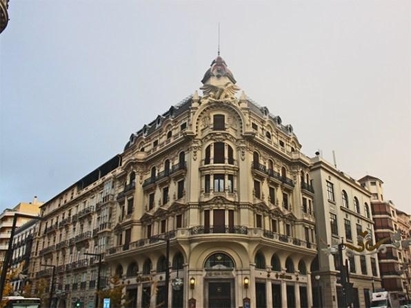 Neoclasica sede de Caja Granada en la entrada de la Gran Via de Colon