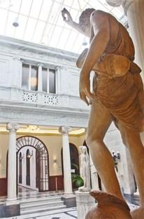 Neoclasico patio pompeyano en el Casino