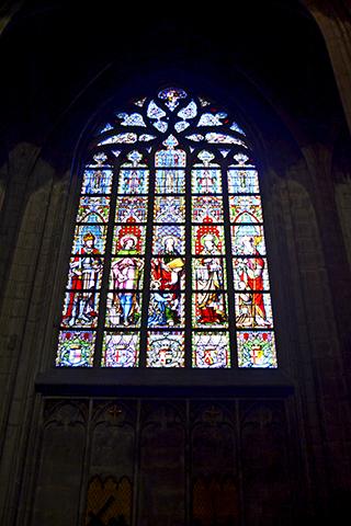 Vidriera color gótico flamígero Notre-Dame-du-Sablon