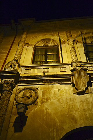 Palacio de Los Torrente luce hermoso de noche