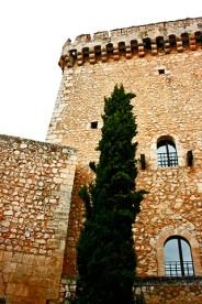 Fachada principal torre piedra Parador Nacional Alarcón Cuenca