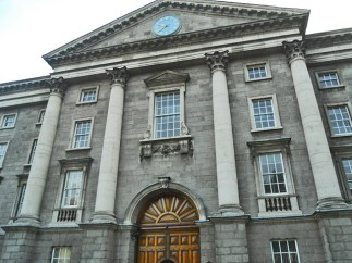 Fachada principal Banco Irlanda House of Lords Dublín
