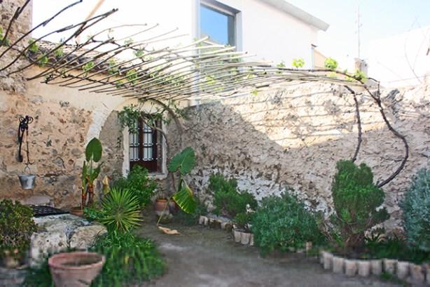 Patio interior y pozo en la Casa Museo Miguel Hernandez