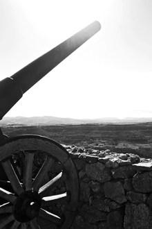 Cañón castillo Morella paisaje sierra Maestrazgo blanco y negro