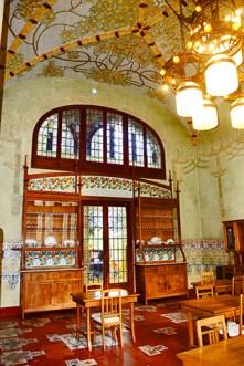 Detalles interior modernista Instituto Pere Matas Reus