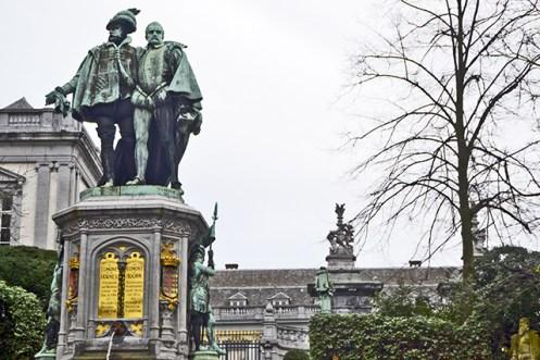 Esculturas Place du Petit Sablon Bruselas
