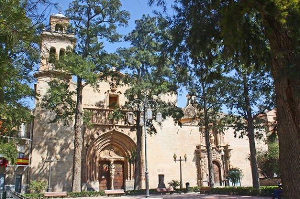 Plaza de Santiago junto a la Iglesia de Santiago Apostol